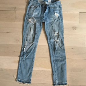Distressed, ankle cut jeans, Frayed at Cuff
